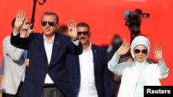 Реджеп Эрдоган с супругой на проправительственном митинге в Стамбуле