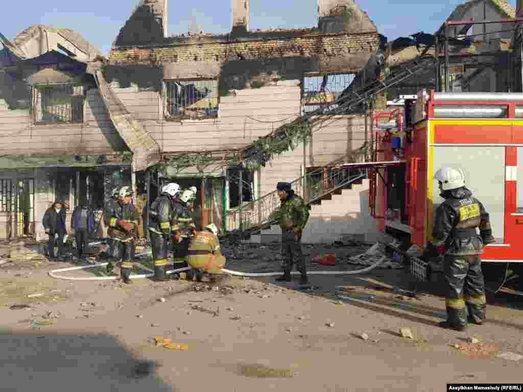 Власти заявили вечером в пятницу, что «конфликт локализован». В субботу сообщили о восьми погибших и десятках раненных в нескольких сёлах Кордайского района.