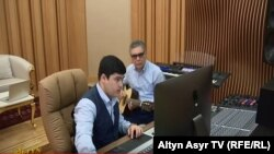 Türkmenistanyň prezidenti Gurbanguly Berdimuhamedow agtygy Kerimguly bilen.