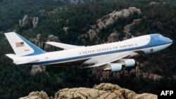 Боинг может перевозить не только американского президента, но и ракеты
