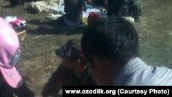 Өзбекстан. Пахта теримде жүргөн мектеп окуучулары тамактанышууда. 6-ноябрь 2014