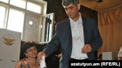 Vitaly Balasanian received around one-third of the vote.