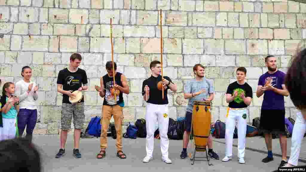 Ритм – главное в капоэйре.Фестиваль продолжился на набережной Приморского бульвара