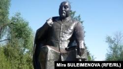 Памятник Абаю в Шымкенте.