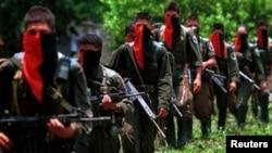 Бойцов ELN в Колумбии можно отличить от других партизан по красно-черной символике