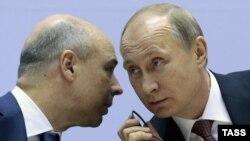 Вазири молияи Русия Антон Силуанов бо Владимир Путин.