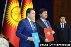Глава правительства Кыргызстана Мухаммедкалый Абылгазиев и премьер-министр Казахстана Аскар Мамин. 12 июля 2019 г.