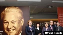 На российских телеканалах чередой идут телефильмы о жизни Ельцина в связи с 80-летием со дня его рождения