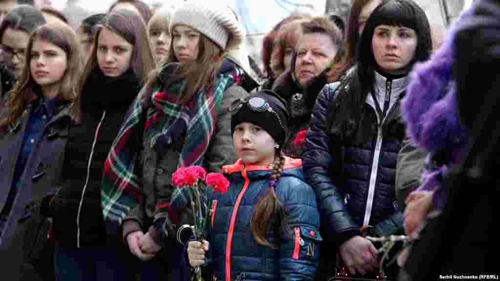 Квіти від дітей загиблим Героям