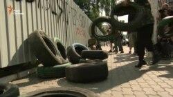 Блокада «Інтера»: до будівлі привезли шини (відео)