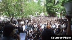 منابع دانشجویی شمار معترضین در تجمع روز دوشنبه را نزدیک به دو هزار نفر اعلام کرده اند.