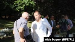 Hasan Tanović (u bijeloj košulji) sa predsjednikom sindikata Izetom Hoćkom