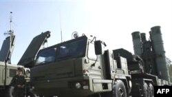 موشک دوربرد اس ۳۰۰ میتواند حمله احتمالی اسراییل به ایران را دشوار کند. (عکس: AFP)