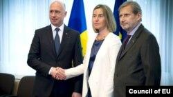 Pavel Filip, Federica Mogherini, Johannes Hahn.