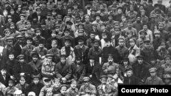 ТАССРны оештыру корылтаенда катнашучылар, 1920 ел.