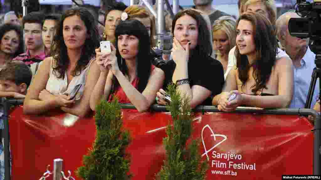 Publika uz crveni tepih
