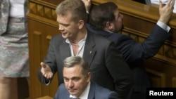Анатолій Мярковський виступає в парламенті, свободівець Ігор Швайка заявляє, що урядовець нетверезий