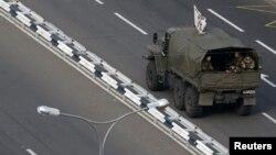 Військова техніка в Донецьку, архівне фото