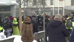 У Росії продовжують затримувати прихильників Навального (відео)