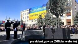 Порошенко під час церемонії відкриття Меморіалу Слави – пам'ятника учасникам бойових дій. Болград, Одеська область, 5 жовтня 2018 року
