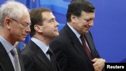 Russian President Dmitry Medvedev (center) is welcomed by European Council President Herman Van Rompuy (left) and European Commission President Jose Manuel Barroso in Brussels.