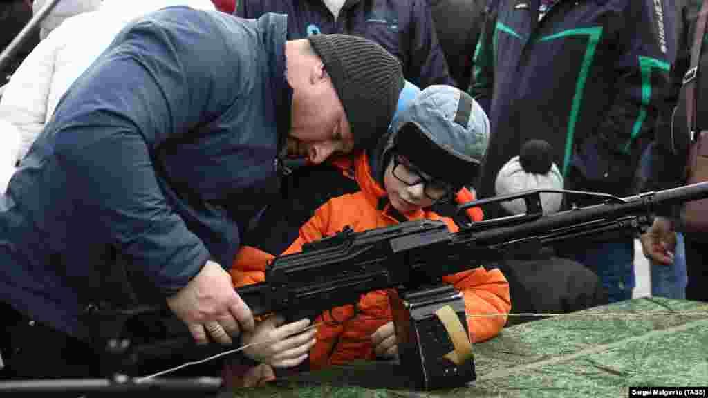 Выставка военной техники и вооружения в Севастополе, 23 февраля 2020 года
