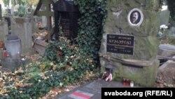 Магіла Пётры Крэчэўскага на Альшанскіх могілках у Празе