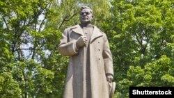 The Soviet-era monument to General NIkolai Vatutin in Kyiv.