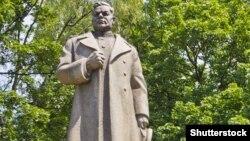 Генерал Николай Ватутиннинг Киевдаги монументи.