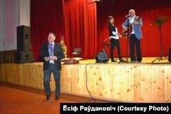 Ёсіф Раўдановіч падчас выступу Ільля Ваткіна