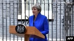 Tereza Mej insistira da ostane na mestu premijerke Velike Britanije