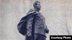 Фрагмент памятника генералу Черняховскому в Вильнюсе. Фото 1964 года