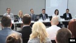 """Заев и Филипче на трибината """"Инвестираме во младите лекари, иднината на здравството во Македонија"""""""