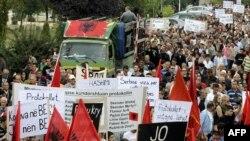 Protestna šetnja ulicama Prištine