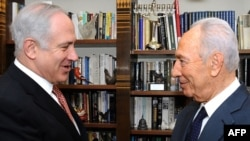 Israeli President Shimon Peres (right) arrived ahead of the first visit by new Prime Minister Binyamin Netanyahu.