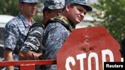 Вообще, в последнее время в правоохранительной сфере югоосетинской республики творится что-то неладное, говорят правозащитники