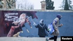 U peticiji španjolskih umjetnika se Španjolska uspoređuje sa zemljama poput Turske ili Maroka, gdje su umjetnici zatvarani.