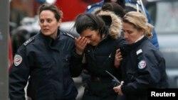 На месте нападения на полицейских в парижском пригороде Монруж (8 января 2015 года)