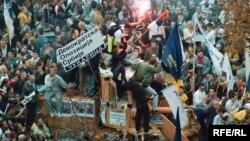 Protestima u Beogradu tražio se odlazak Slobodana Miloševića sa vlasti, oktobar 2000.