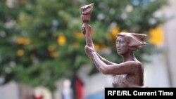 Бронзовая статуэтка – Богиня демократии