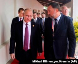 Бизнесмен Олег Дерипаска и российский президент Владимир Путин.