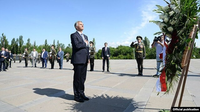OSCE chairman Didier Burkhalter (center) visits the Armenian Genocide Memorial in Yerevan on June 4.
