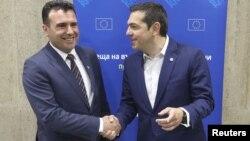 Премиерите на Македонија и на Грција Зоран Заев и Алексис Ципрас на средбата во Софија