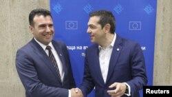 Архивска фотографија- Премиерите на Македонија и на Грција Зоран Заев и Алексис Ципрас на средба во Софија