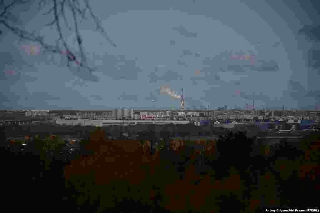 С горнолыжки открывается вид на Казань. Правда, тоже на непарадную её часть.