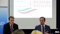 Шефот на делегациајата на ЕУ во Македонија Самуел Жбогар и италијанскиот амбасадор Карло Ромео. 10.07.2017