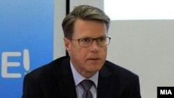 Евроамбасадорот Самуел Жбогар.