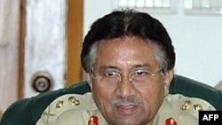 پرويز مشرف بر اثر کودتای نظامی بدون خونريزی در سال ۱۹۹۹ قدرت را در پاکستان بدست گرفت.