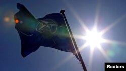 НАТО желеги.