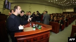 Павло Губарєв на сесії обласної ради в Донецьку, 3 лютого 2014 року